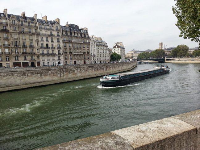 Inlandsfartyg_i_Paris